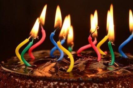 سالگرہ پر اردو اشعار پرمسرت لمحوں کے تم سلامت رہو ہزار برس –